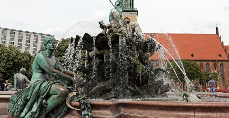"""Фонтан """"Нептун"""" в Берлине"""