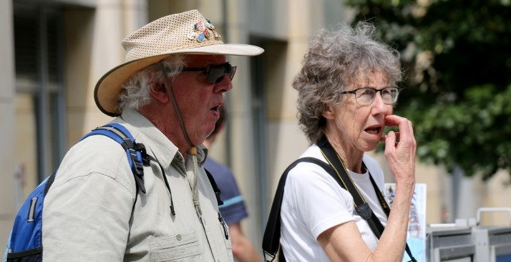 Берлин. Пожилые туристы.
