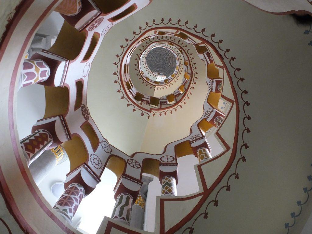 Винтовая лестница в замке Бори, Секешфехервар. Организованный тур в Венгрию.