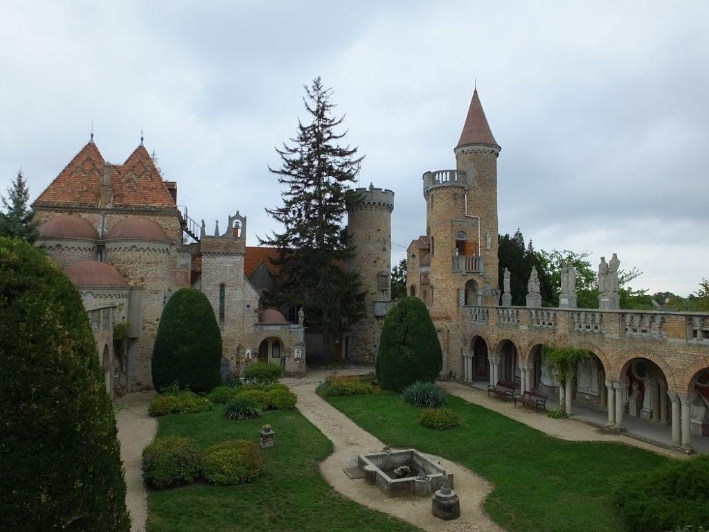 Замок Бори в городе Секешфехервар. Организованный тур в Венгрию.