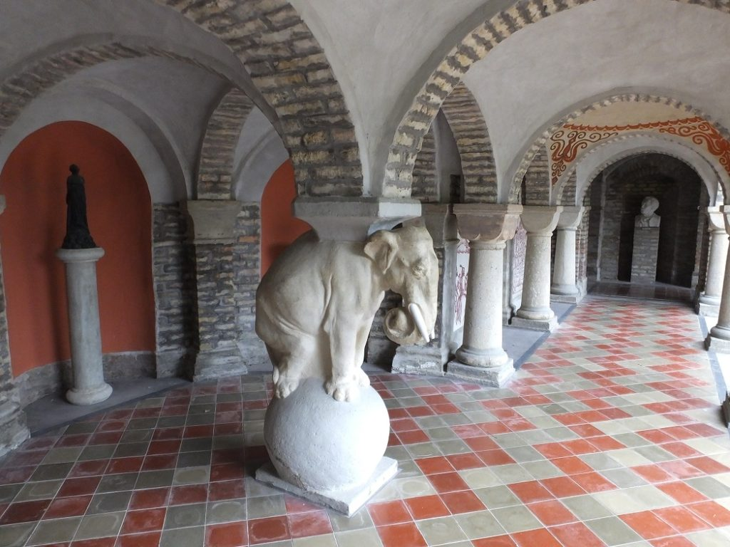Галерея в замке Бори. Организованный тур в Венгрию.